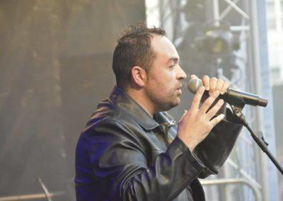 David Durán cantando de cerca