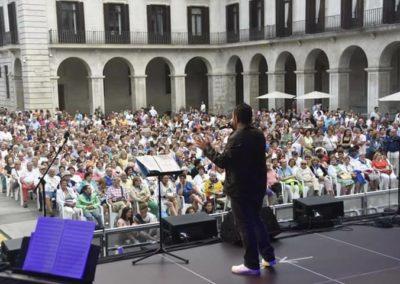 David Durán cantando en las fiestas de Santander