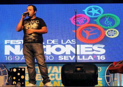 David Durán actuando en la Feria de las Naciones